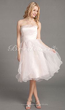 Corte A Organza Over Satén Hasta la Rodilla Strapless Bridesmaid/ Wedding Party Vestido
