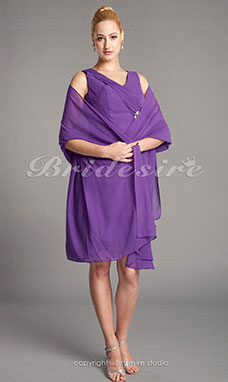 Corte Recto Gasa Hasta la Rodilla Escote en V Mother Of The Bride Vestido With A Wrap