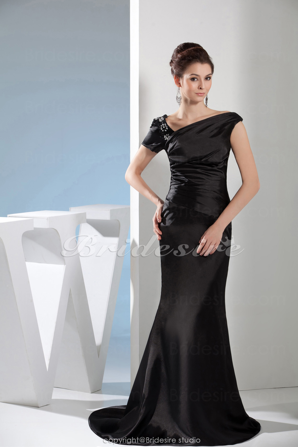 57deb9322 Bridesire - Corte Sirena Escote en V Hasta el Suelo Barrer   cepillo tren  Manga Corta Satén Vestido  BD4664  - €104.91   Bridesire